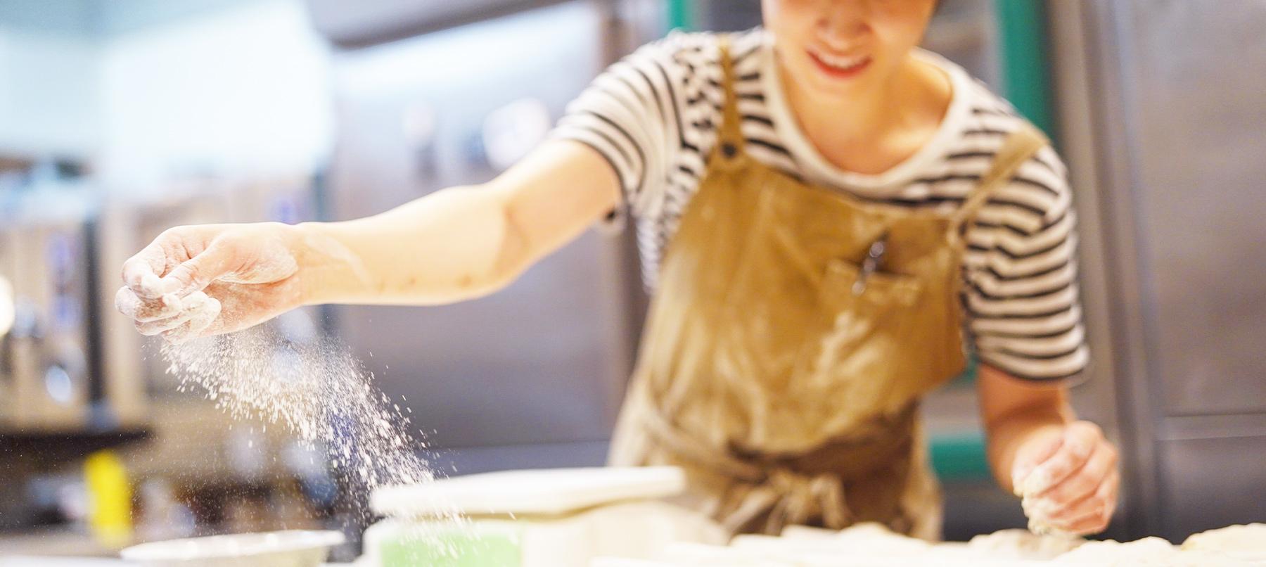 働くパン職人